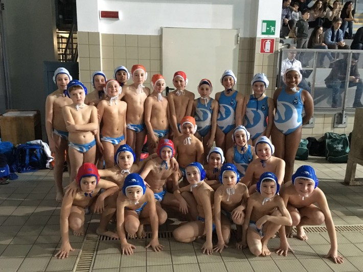 Tutti i giovani atleti della Rari Nantes Bogliasco insieme
