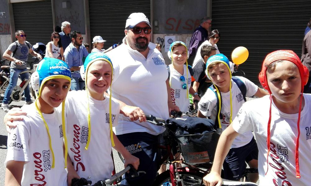 L'Arechi Dream Team porta la pallanuoto in bici