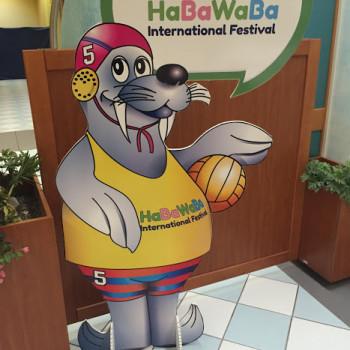 Ad attendere i giocatori Rock&Pop, la mascotte dell'HaBaWaBa