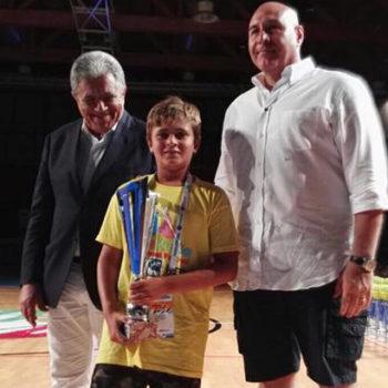 Francesco DiRusso, giocatore del Latina, premiato per la partecipazione a 6 Festival consecutivi
